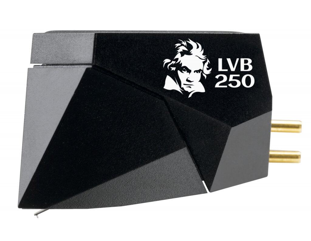 Der dänische Analog-Spezialist Ortofon legt anlässlich des 250. Geburtstags Ludwig van Beethovens einen neuen Top-MM-Tonabnehmer auf Basis des Ortofon 2M Black mit harmonisch komponierten, exklusiven Zutaten auf. ATR – Audio Trade präsentiert das Ortofon 2M Black LVB 250 Wir testen für unsere Online-Marktplatz Mitglieder und unsere treuen Leser HiFi & Audio Produkte, die wir hier bereitstellen zum lesen. Wir testen Lautsprecher, Subwoofer, Plattenspieler, Bluetooth-Lautsprecher, Regallautsprecher, Standlautsprecher, Verstärker, Endstufe, Vollverstärker, Vorstufe, Kopfhörer, In-Ears, Netzwerkspieler, Soundbar und vieles mehr. Unsere Tests werden ausschließlich im Heim- und Wohnzimmerbereich durchgeführt, um Euch zu zeigen, wie die Geräte sich zu Hause im normal Betrieb anhören. Wir zeigen Euch Schritt für Schritt wie sie funktionieren. Die neusten News aus der HiFi & Audio Welt werden ebenfalls hier bei uns kostenlos bereitgestellt. Sie können uns gerne auch eine Anfrage stellen, welche HiFi oder Audio Produkte wir testen sollen.