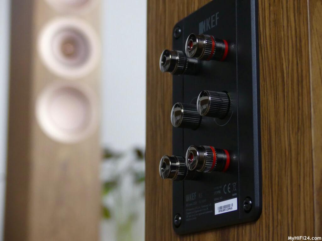 Linkverbindungen auf Einzelkabeleinstellung oder Bi-Wire-Einstellung nach beliebigen durch einfaches drehen am Terminal. Testberichte HiFi & Audio Geräte. Test über HiFi. Testbericht HiFi & Audio.