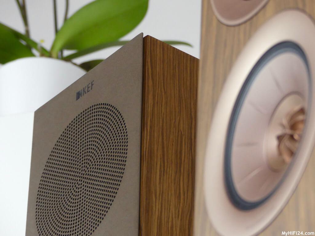 Farblich sehr gut abgestimmter Lautsprecher, der hervorragend in den eigenen vier Wände harmoniert. Test über HiFi. Testbericht HiFi & Audio.