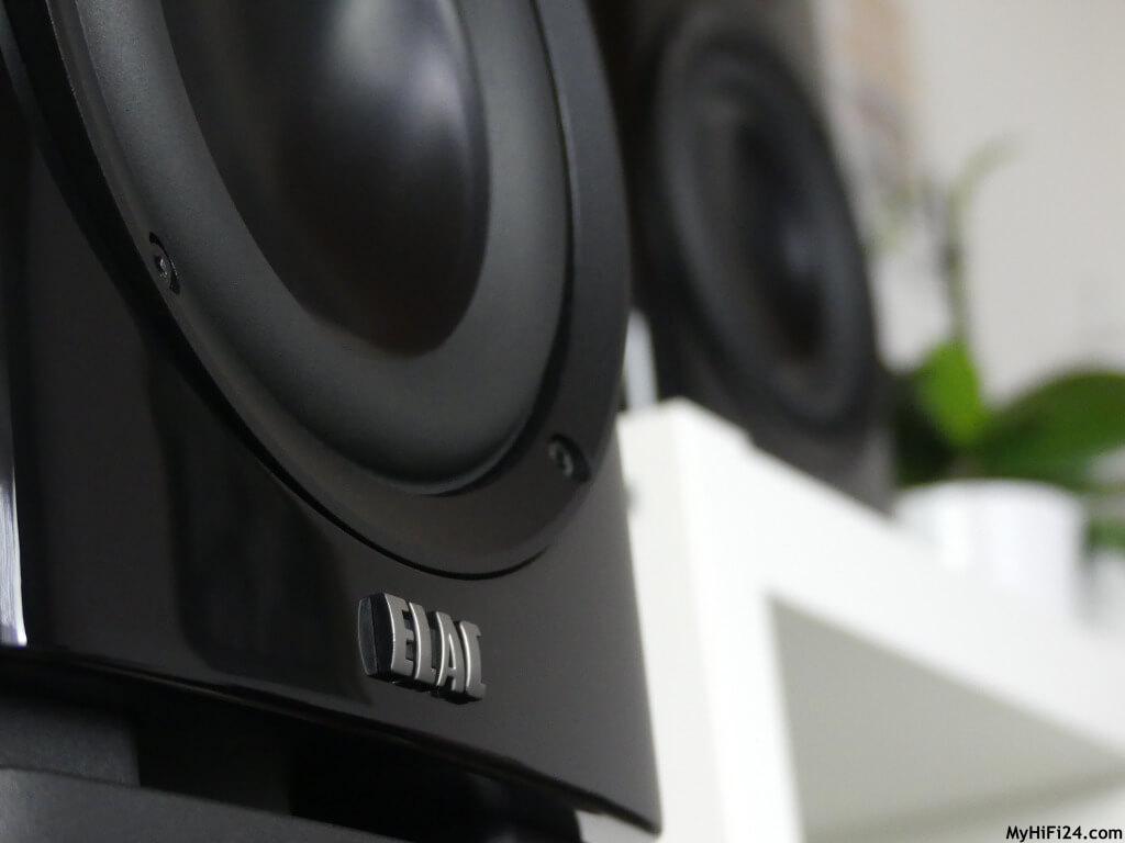 Am 26.01.2021 erhielten wir von dem Lautsprecherhersteller aus Kiel die Pressemitteilung, dass die neue ELAC Solano-Serie kommt.  Natürlich hat das unsere Neugier geweckt und wir holten für Euch von dieser Serie den BS 283 Regallautsprecher für einen Test zu uns nach Hause. In dieser Kategorie haben wir schon den ein oder anderen Lautsprecher von anderen Firmen unter die Lupe genommen und sind jetzt gespannt wie der ELAC BS 283 von der Solano-Serie im Zuge eines Testberichtes spielt.