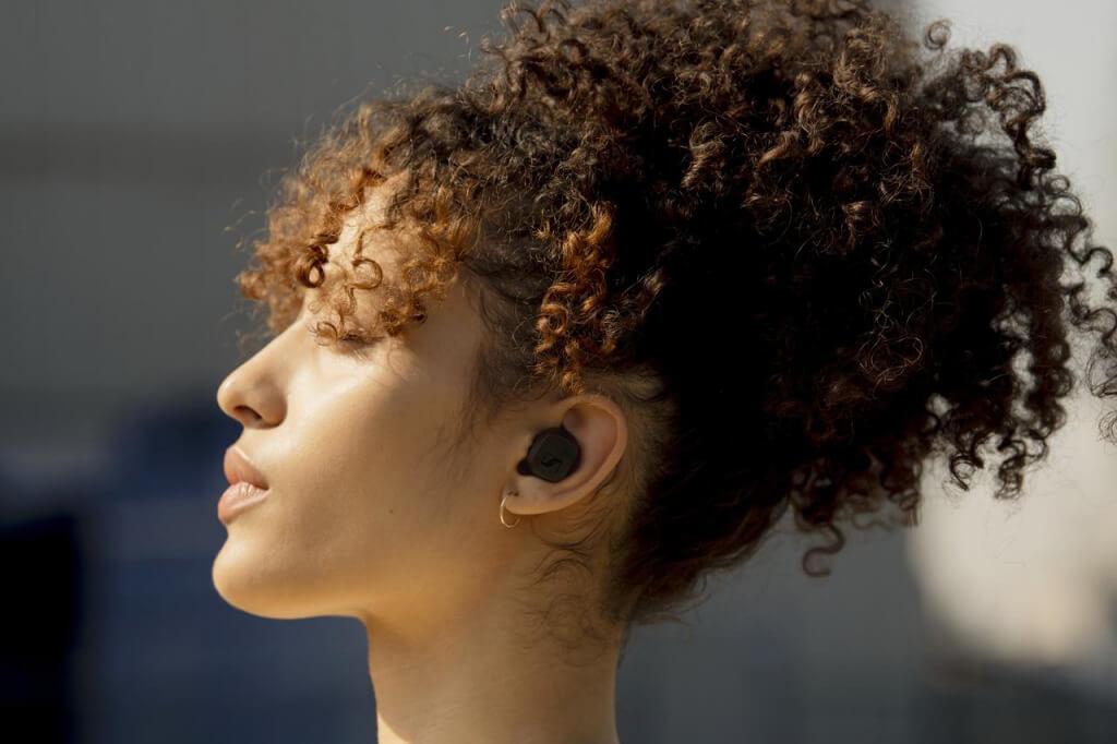 Bei vielen Dingen im Leben kann man durchaus Kompromisse eingehen. Wenn es jedoch um den Sound der eigenen Lieblingsmusik geht, ist nur echte Spitzenqualität akzeptabel. Deshalb bieten die neuen CX True Wireless-Ohrhörer von Sennheiser ein herausragendes Audioerlebnis mit kristallklarem Klang, langer Akkulaufzeit und einfacher Bedienung zu einem günstigen Preis.