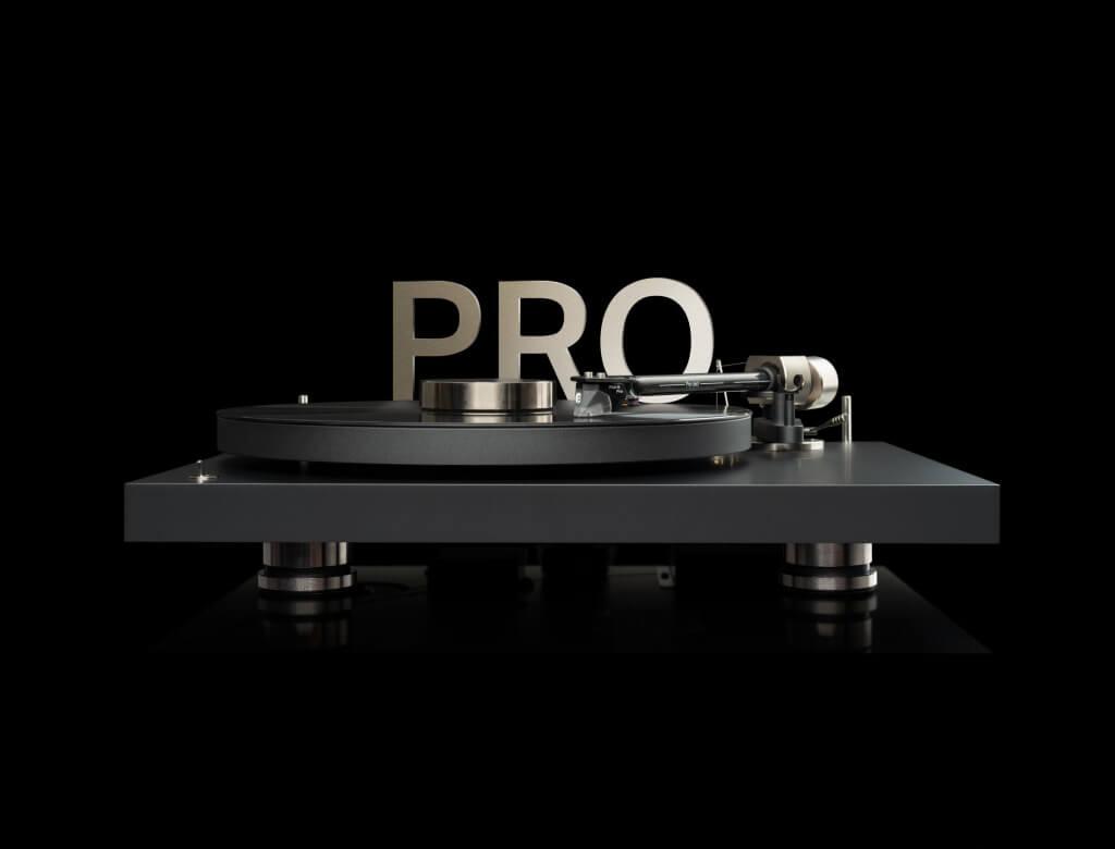 Für den Debut PRO hat Pro-Ject einen neuen Carbon-Aluminium Tonarm entwickelt, der eine perfekte Abtastung der Schallplattenrille ermöglicht. Der neue MM-Tonabnehmer Pick it PRO entstand in Zusammenarbeit mit dem dänischen Tonabnehmer - Spezialisten Ortofon. Der Pick it PRO zeichnet sich durch hohe Dynamik und ein sehr detailliertes, transparentes Klangbild aus.