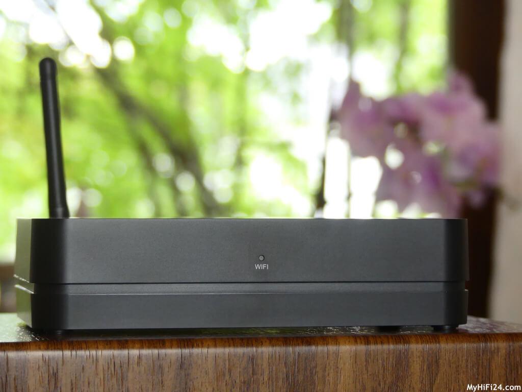 Wir haben uns für Euch den Aktivlautsprecher A500 von der dänischen Firma Buchardt Audio mit dem Audio-Hub ins Haus geholt für einen Test, da viele Leser uns gefragt haben, ob wir uns diesen Aktivlautsprecher mal näher anschauen können. Wie der Buchardt Audio A500 in unseren vier Wände spielt und welche Möglichkeiten wir mit diesem System haben, zeigen wir Euch wie immer in diesem Testbericht.